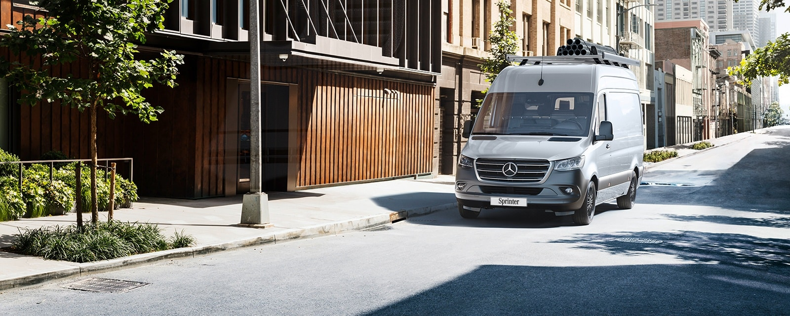 Mercedes-Benz Sprinter Fourgon en argent.