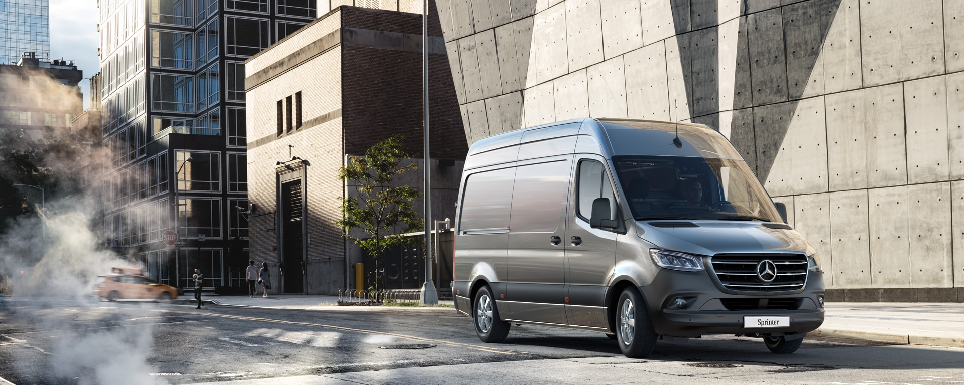Mercedes-Benz Sprinter Fourgon gris.